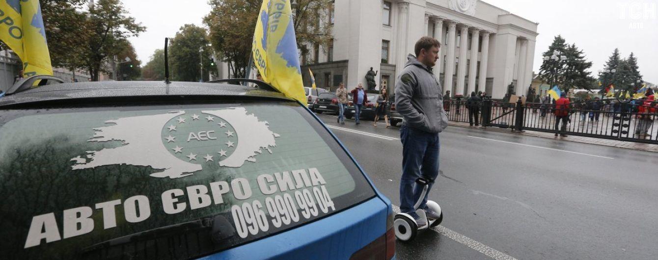 """Водители """"евроблях"""" приготовились к ночевке под Радой перед принятием законопроекта"""