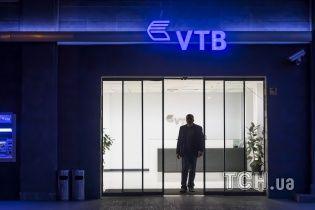Російський ВТБ погрожує стягнути гроші з Порошенка, який 12 років тому продав йому банк в Україні