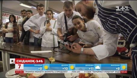 """Руслан Сенічкін разом з командою """"Сніданку"""" відвідає HoReCaSHOW 2018 у Львові"""