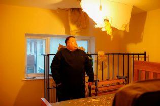 """""""Она могла меня убить"""". Огромная ледяная глыба пробила крышу дома и упала в спальне британца"""