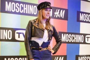 В косухе, кепке и на шпильках: Катя Осадчая в стильном образе пришла на вечеринку H&M х Moschino