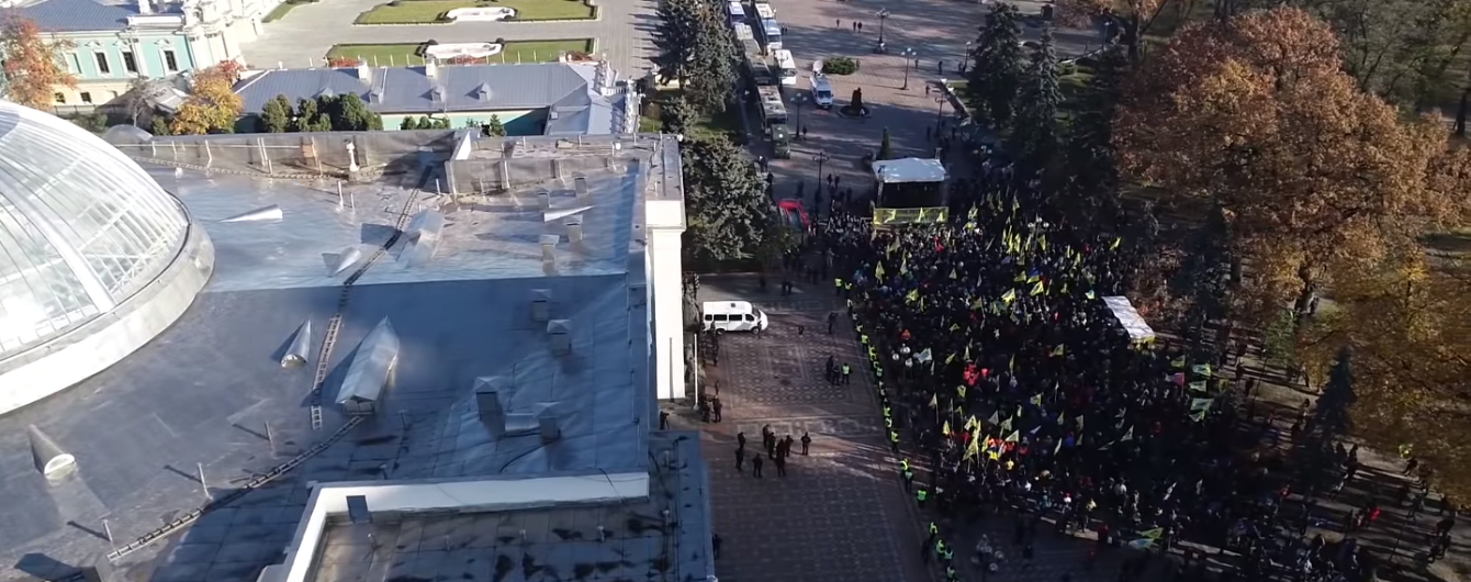 """Пикет """"евробляхеров"""" в правительственном квартале сняли с коптера"""