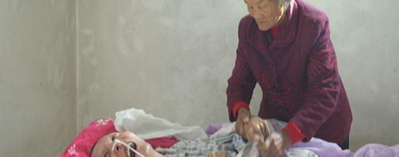 В Китае мать 12 лет не отходила от сына в коме и дождалась его пробуждения