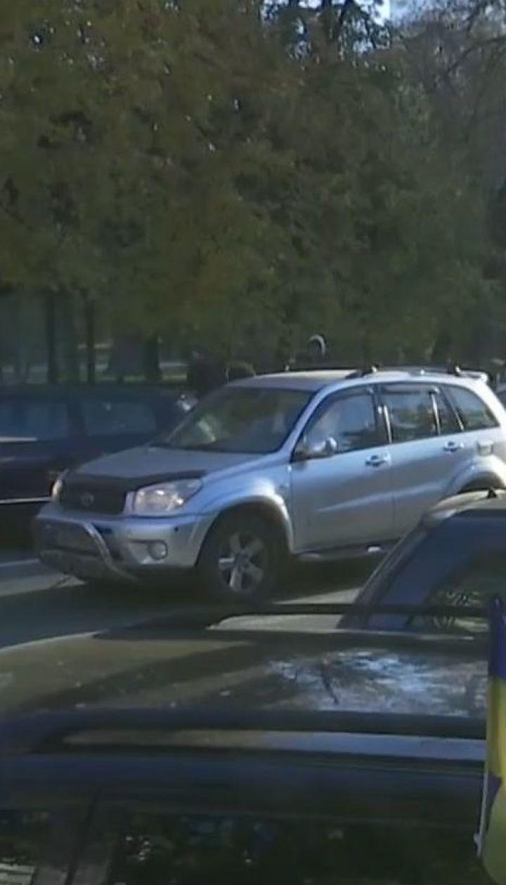 """Владельцы """"евроблях"""" блокировали правительственный квартал с требованием сделать растаможку авто более доступной"""