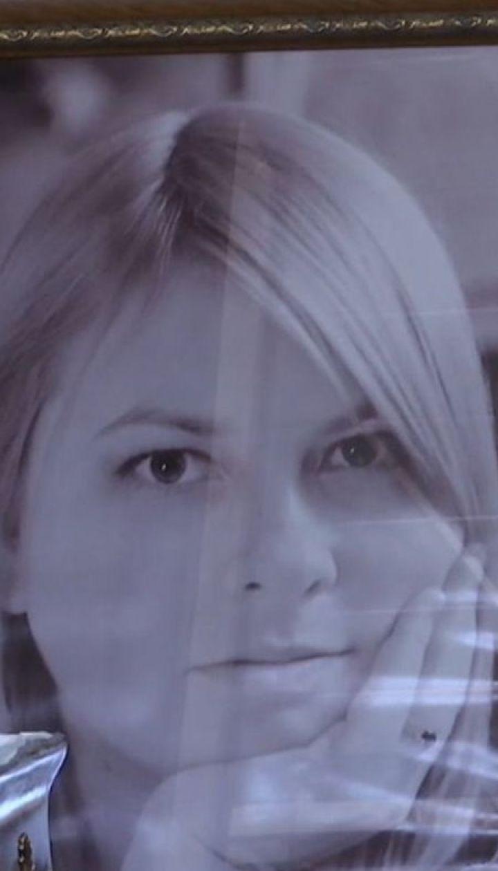 Похорон Катерини Гандзюк: у Херсоні сотні людей прийшли попрощатися з активісткою