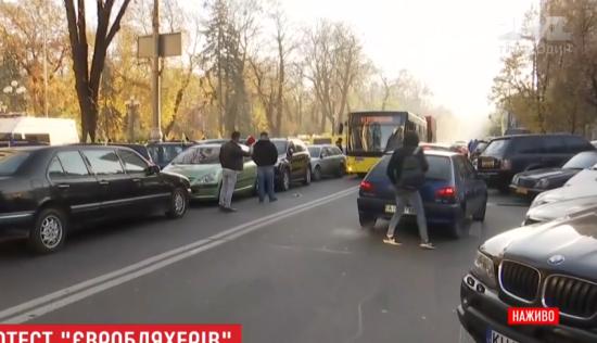 """Власники автівок на """"євробляхах"""" продовжили протест під Верховною Радою"""