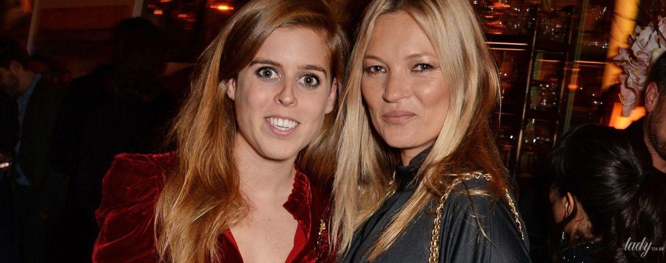 Принцесса снова показывает декольте: Беатрис Йоркская в компании модели Кейт Мосс на вечеринке в Лондоне