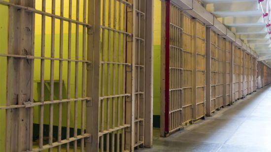 На Житомирщині затримали одного засудженого, який втік з колонії. Іншого шукають