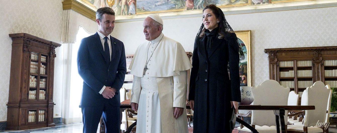 Стримано і елегантно: кронцпринцеса Мері на зустрічі з Папою Римським