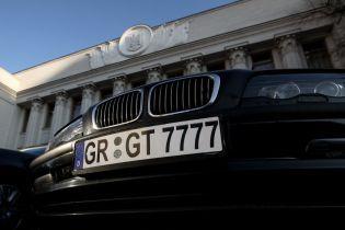 """Поліція відкрила справи проти водіїв """"євроблях"""" через наїзд на патрульного та перекриття траси"""