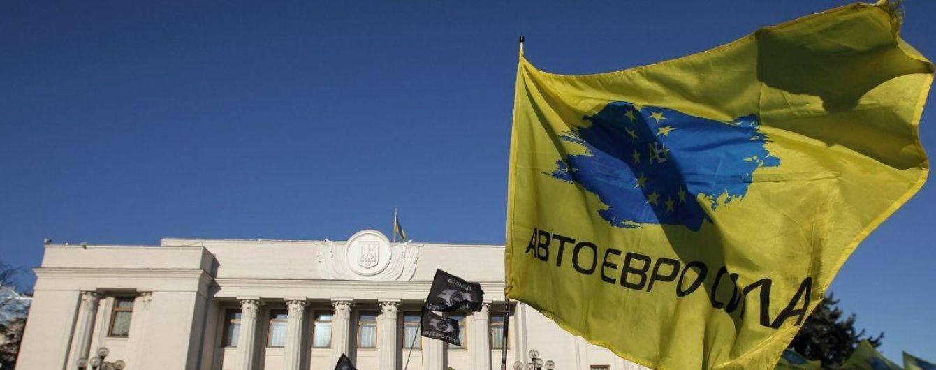 """Пикетчики на """"евробляхах"""" планируют просить Порошенко о вето"""