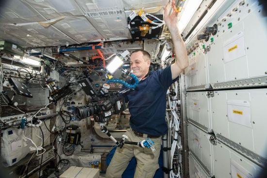 Перше 8К відео з космосу: як астронавти працюють і живуть на МКС
