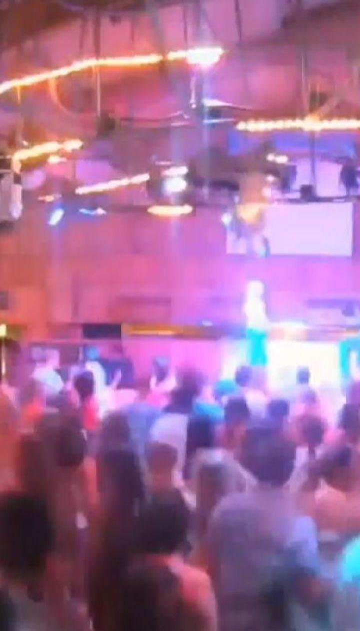 В Калифорнии неизвестный расстрелял студентов на вечеринке в баре