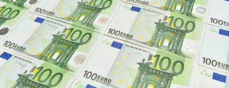 Евро и доллар снова подешевели в курсах НБУ