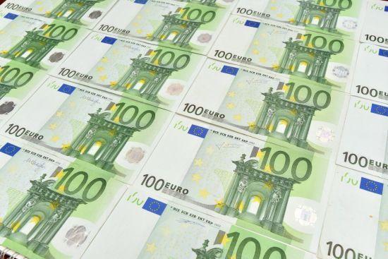 Курс валют на 5 квітня: євро різко впало у ціні. Інфографіка