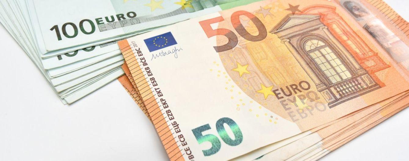 Курс валют на 17 января: евро дешевеет стремительнее доллара. Инфографика