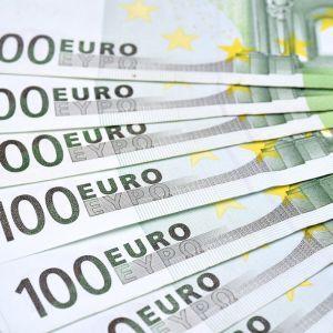 Майже 100 тисяч євро знайшов румунський будівельник у купленій в Мережі шафі
