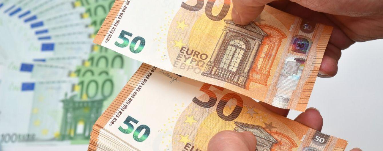 Долар і євро здешевшають. Курси валют від НБУ на середу