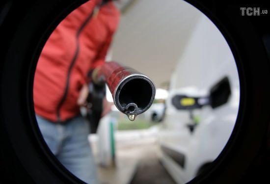 Скільки коштує заправити авто на АЗС уранці 16 листопада