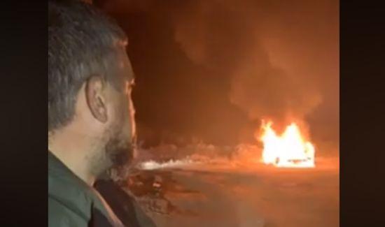 """Лідер """"євробляхерів"""" спалив свою """"Land Cruiser"""" на знак протесту проти нового закону"""