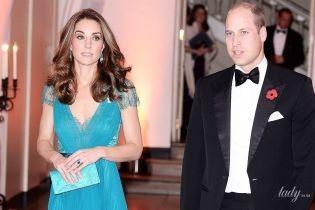 Зате з глибоким декольте: герцогиня Кембриджська приїхала на церемонію в старій сукні