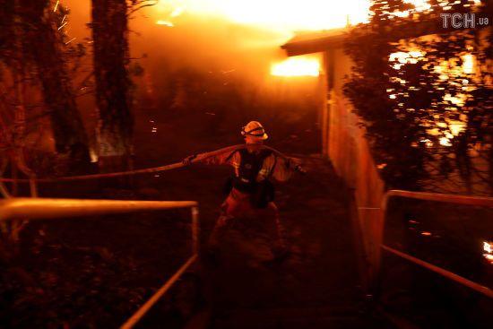 Пекельний вогонь: унаслідок лісових пожеж в США кілька водіїв згоріли в авто