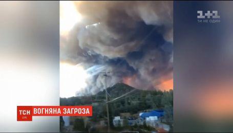 В штате Калифорния тысячи людей оставили дома из-за лесных пожаров