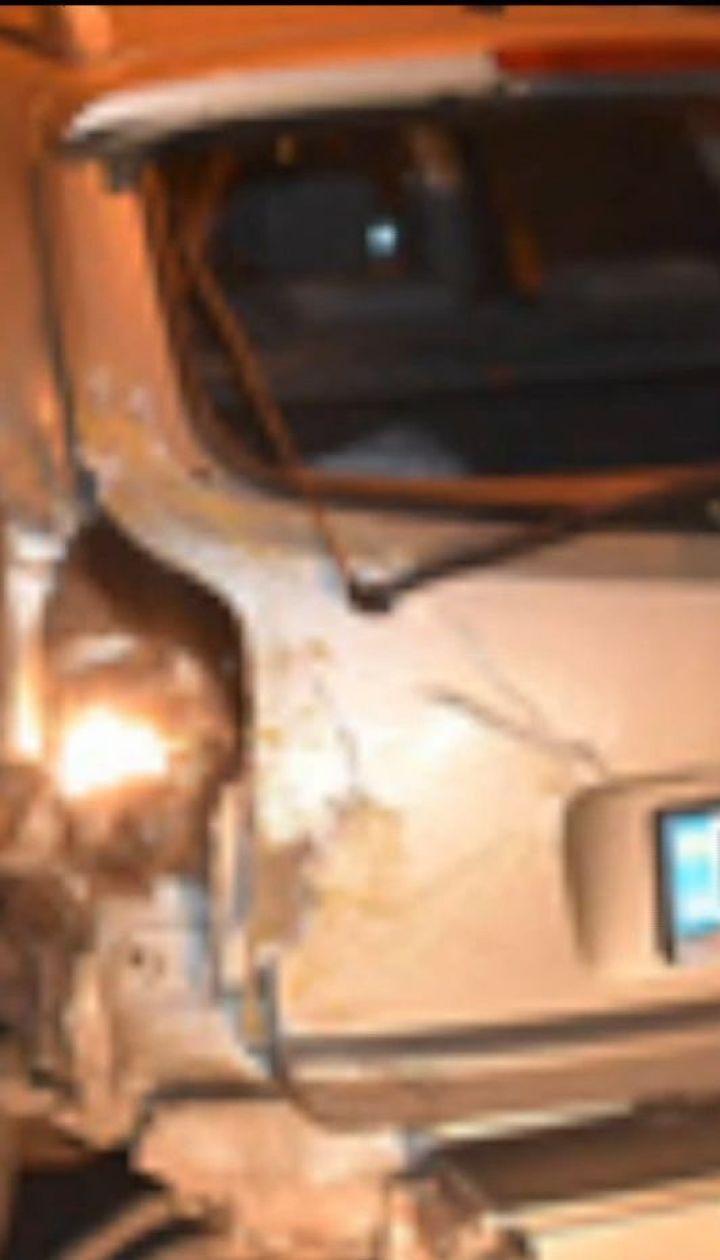 В Николаеве пьяный водитель въехал в легковушку и врезался в опору