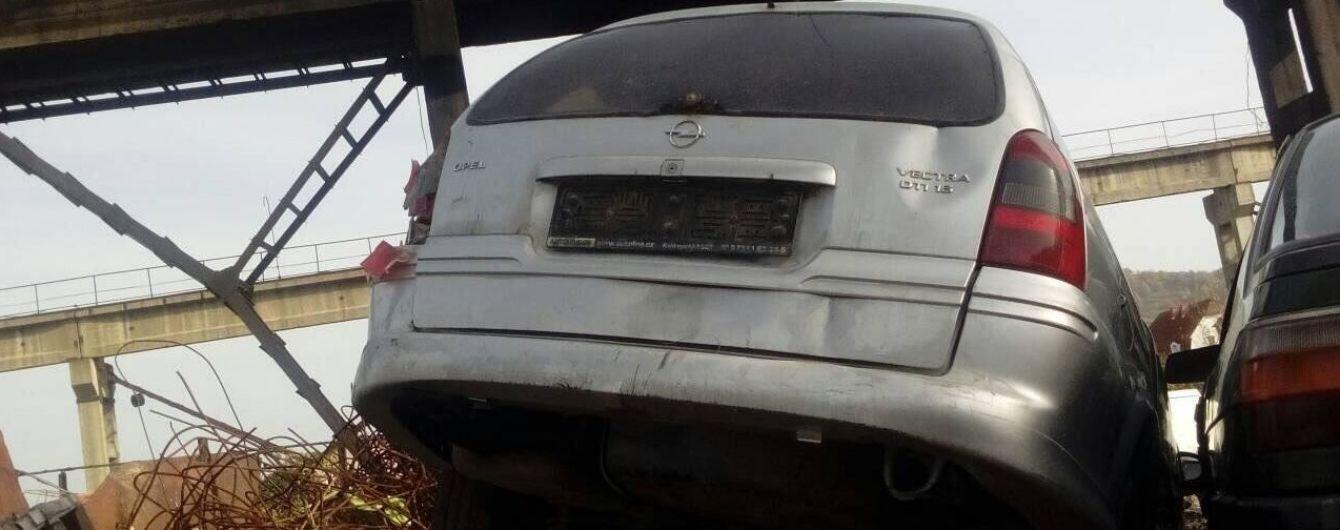 На Закарпатті чоловік здав на металобрухт автівку знайомого