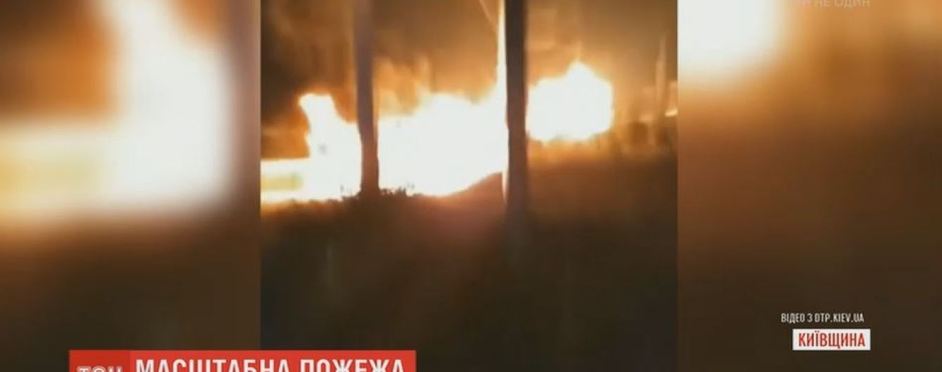 На подпольной АЗС на Киевщине произошел пожар и разлив тонн горючего
