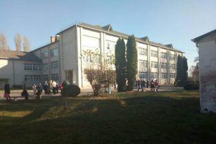 В школе на Киевщине подросток распылил газ: десятки школьников эвакуировали, девять – в больнице
