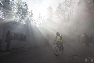 В Киеве на Андреевском спуске во время сноса забора строительства прогремели взрывы