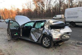 У Києві вантажівка протаранила легковик нардепа Лещенка і вилетіла у кювет