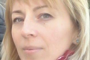 Галина просить допомоги, щоб здолати меланому