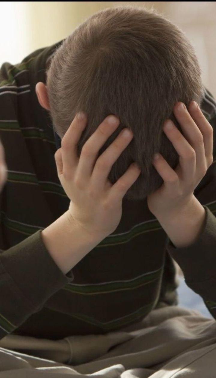 Рідний кат: українським батькам пропонують інструкції проти агресії