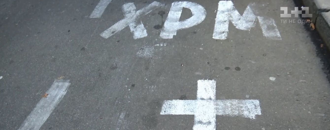 У Києві біля монастиря намалювали паркувальні місця з хрестами