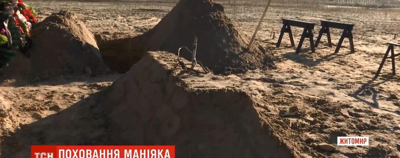 Березовий кілок і пентаграма: на могилі пологівськогоманіяка Ткача з'явилася сатанинська символіка