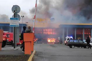 В Петербурге вспыхнул гипермаркет, сотни людей эвакуировали