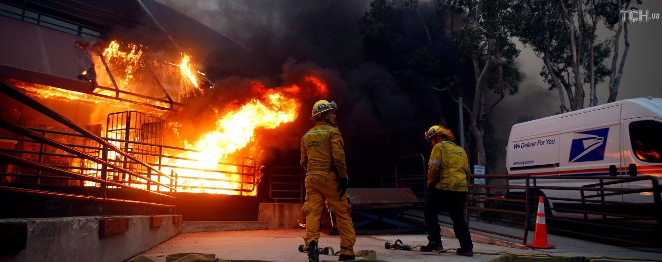Опасная стихия: высокая вода и оползни угрожают жителям Калифорнии после смертельных пожаров