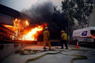 Ілон Маск запропонував допомогти з транспортуванням людей із зони руйнівної пожежі у Каліфорнії