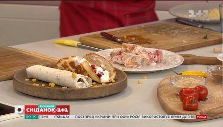 Салат с помидорами и хурмой и мексиканский буррито - рецепты от Евгения Клопотенко