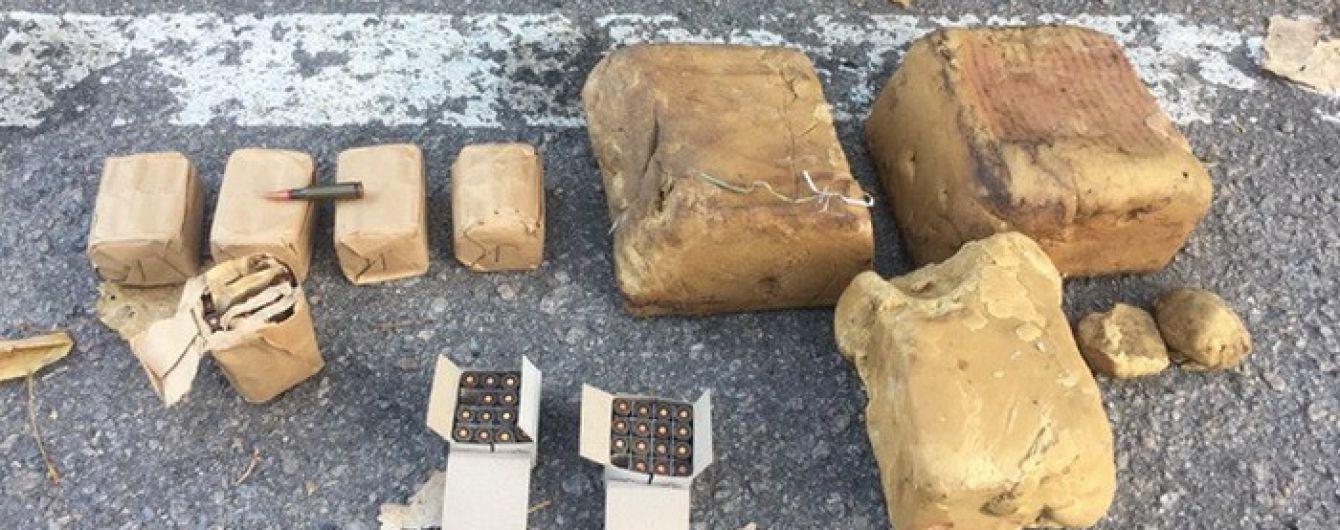 На Херсонщині солдат-контрактник улаштував розпродаж вибухівки та боєприпасів