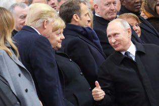 Трамп і Путін у Парижі потиснули одне одному руки