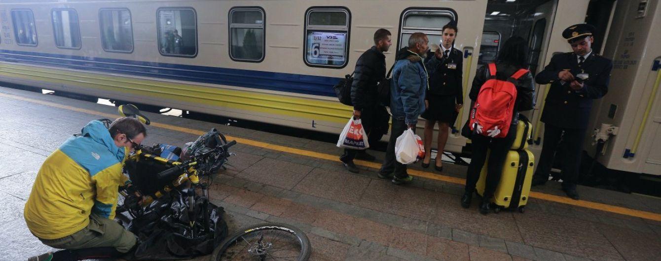 """В """"Укрзалізниці"""" поскаржилися на 10-мільярдні збитки на пасажирських перевезеннях"""