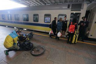 """В """"Укрзализныце"""" пожаловались на 10-миллиардные убытки на пассажирских перевозках"""