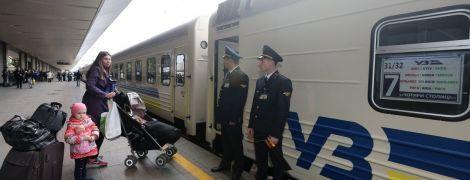 """""""Укрзалізниця"""" призначила шість додаткових поїздів на зимові свята"""
