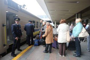 """""""Укрзализныця"""" приостановила продажу билетов на поезда дальнего следования"""