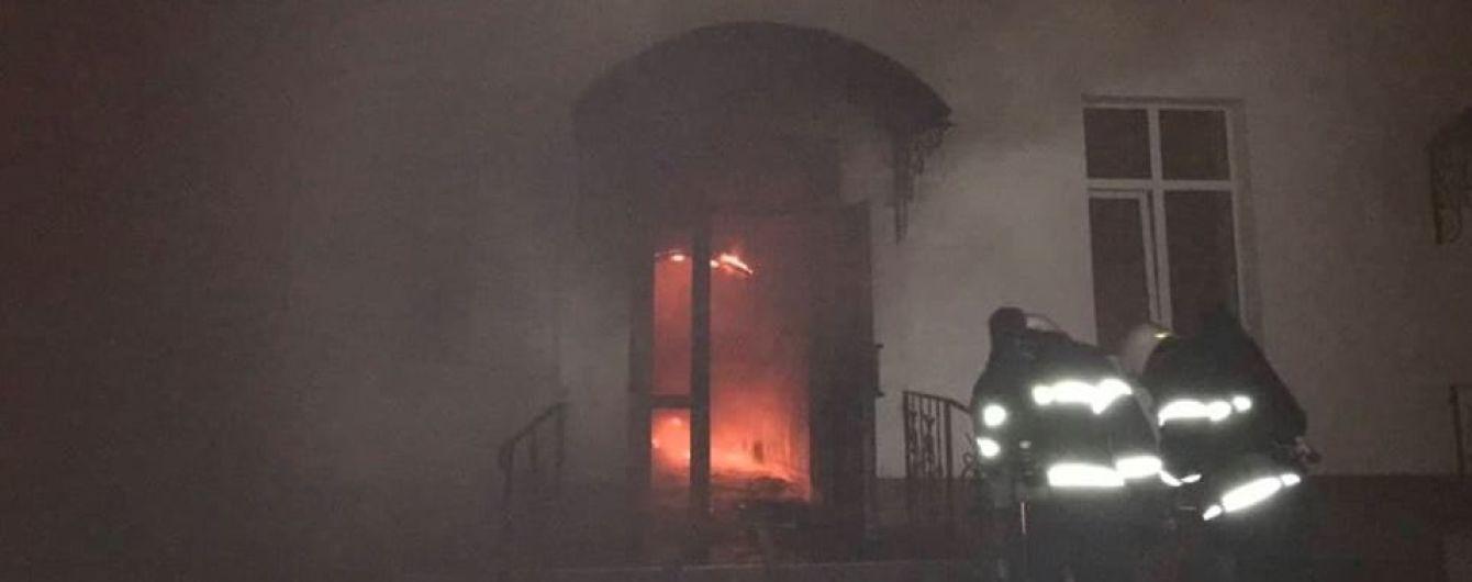После пожара в многоэтажке Одессы пятеро человек остаются в больницах