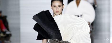 Черно-белая с серебром: эффектная коллекция Balmain сезона весна-лето 2019