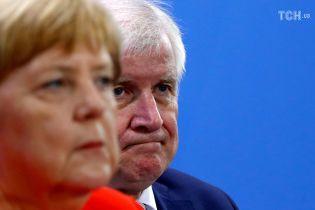 У Німеччині очільник сестринської партії Меркель залишає посаду